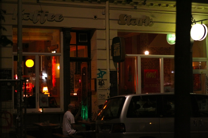 A picture of Kaffee Stark at night, St. Pauli