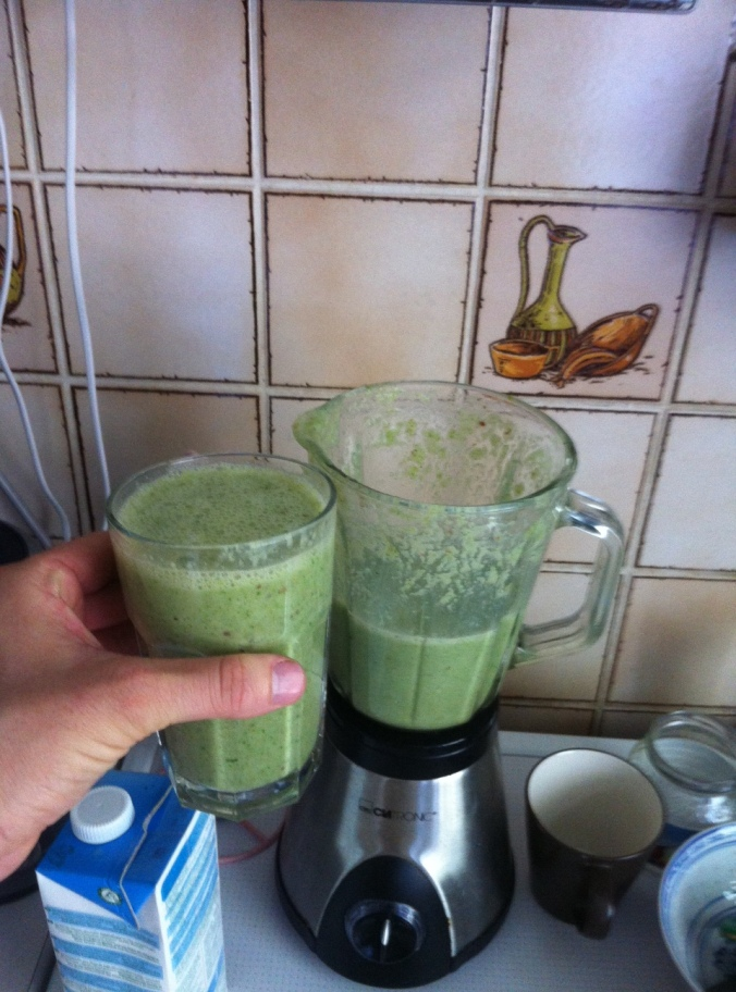 Green smoothie. EVERY MORNING.
